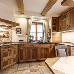 Hochwertige Holzküche