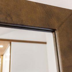 Spiegel mit Lederfassung