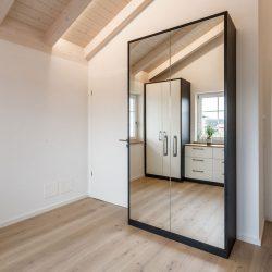 Zweitüriger Spiegelschrank